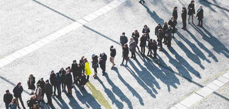 روانشناسی بازاریابی: ۱۸ روش استفاده از تایید اجتماعی برای بهبود بازاریابی